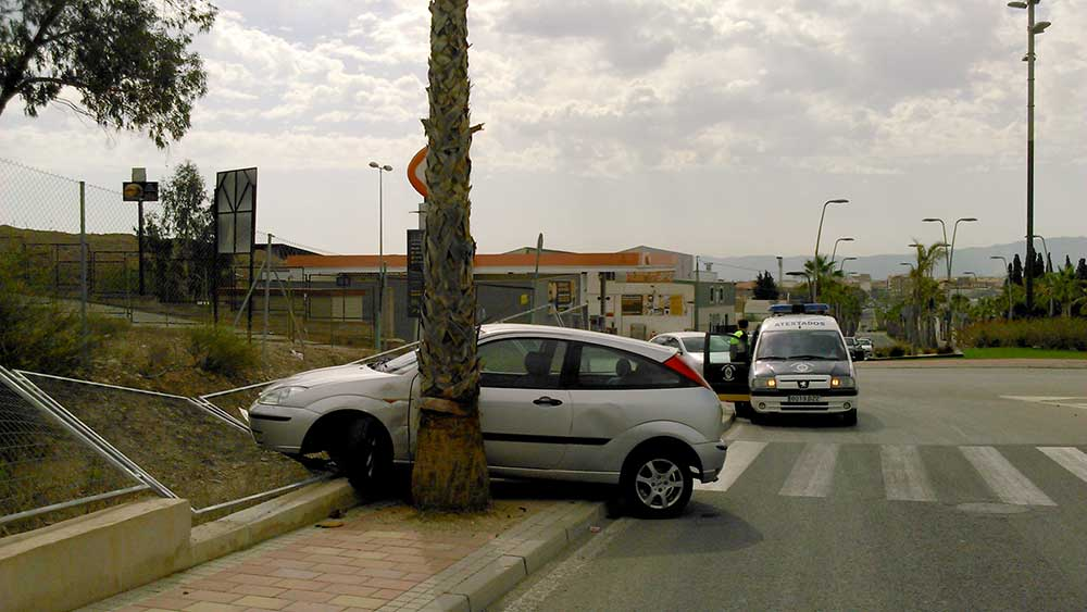 Accidente en la rotonda del IES Sanje